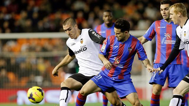 Liga - Valencia's Pizzi era begins with derby win