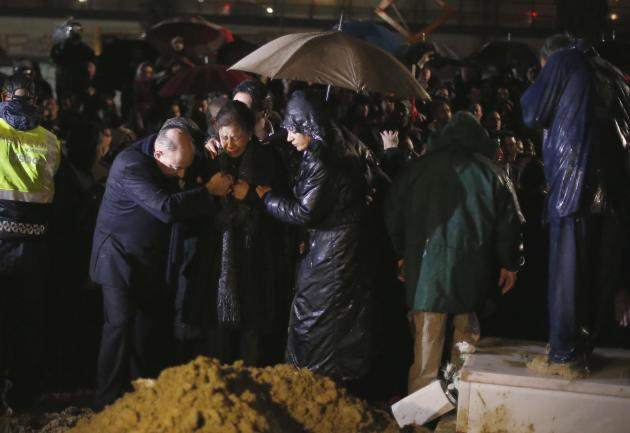 Flora, wife of Eusebio, cries during the funeral of her husband at Lumiar cemetery in Lisbon