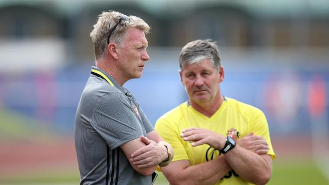 Sunderland manager David Moyes and assistant manager Paul Bracewell (R) before the match
