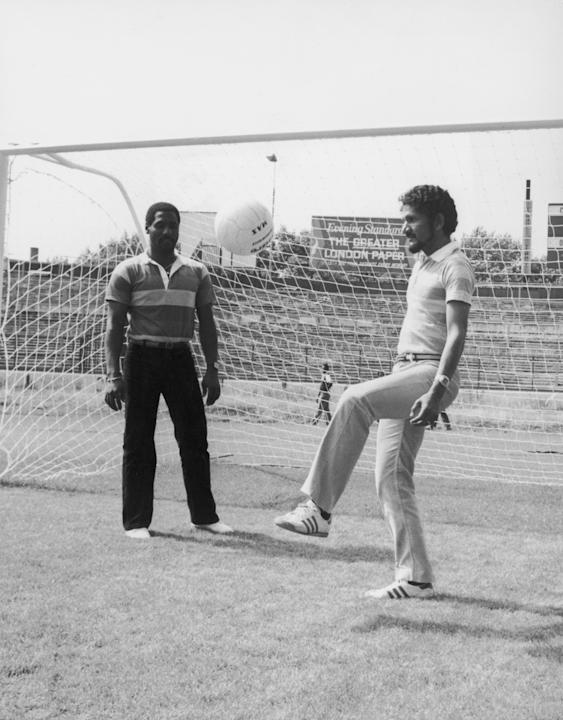 West Indies wicketkeeper Derek Murray practicing his ball control during a visit to Chelsea's football ground Stamford Bridge, team mate Viv Richards looks on, 23rd July 1980. (Photo by Simon Dack/Key
