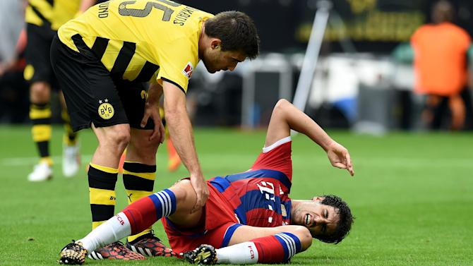 Football - Bayern's Martinez suffers suspected ligament injury