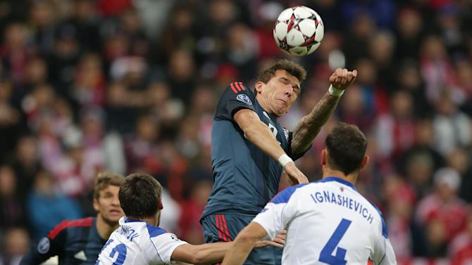 Bayern's Mario Mandzukic of Croatia, Moscow's Georgi Schennikov, left, and Moscow's Sergei Ignashevi challenge for the ball, during their Champions League first round group D soccer match between FC Bayern Munich and CSKA Moscow, in Munich, Germany, Tuesday, Sept. 17, 2013