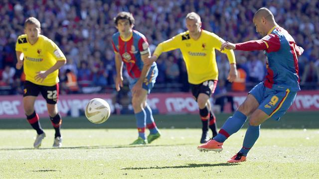 Championship - Phillips eyes new Palace deal