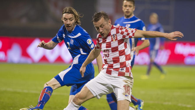 ZAGREB, Nov. 20, 2013 (Xinhua/IANS) -- Ivica Olic (R) of team Coatia vies with Birkir Savarsson of team Iceland during their 2014 World Cup qualifying second leg playoff soccer match in Zagreb, Croatia, on Nov. 19, 2013. Coatia won 2-0 in total to be qualified for the final stage of the 2014 World Cup. (Xinhua/Miso Lisanin)