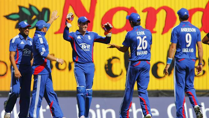 Craig Kieswetter, centre, celebrates catching out Graeme Smith