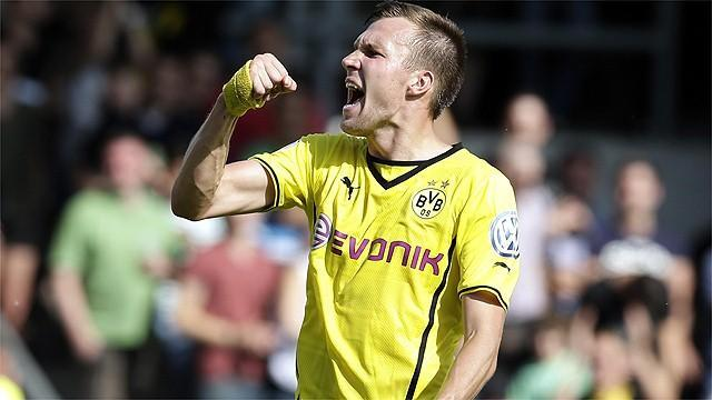 Bundesliga - Dortmund leave it late to avoid cup shock