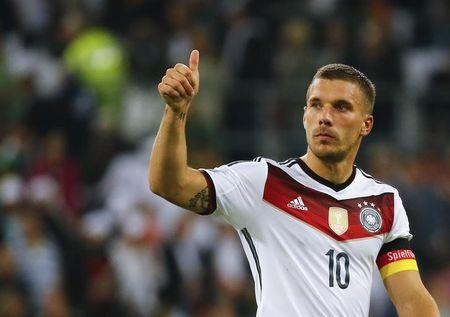 Germany's Podolski gives thumbs up to supporters after losing their friendly soccer match against Argentina in Duesseldorf
