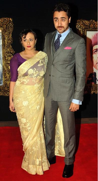 Indian Bollywood film actor Imran Khan (R) and his wife Avantika Malik pose on the red carpet at the premiere of the Hindi film 'Jab Tak Hai Jaan' in Mumbai on November 12, 2012.   AFP PHOTO