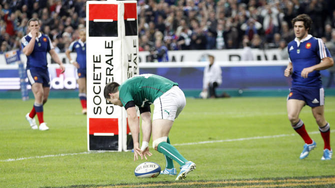 Ireland's Jonathan Sexton, center, scores a try during the Six Nations Rugby Union match between France and Ireland at the stade de France stadium, in Saint Denis, outside Paris, Saturday, March 15, 2014. (AP Photo/Christophe Ena)