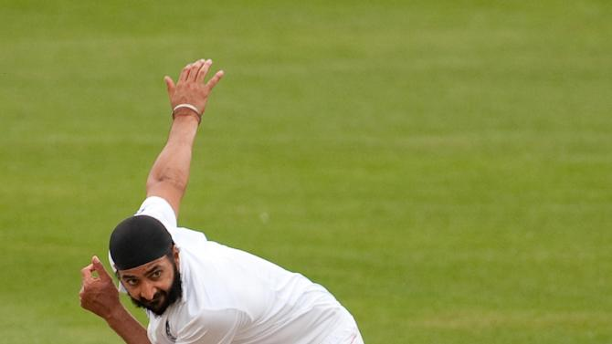 Monty Panesar felt England's pressure put India on the backfoot on day one