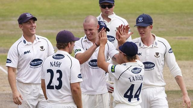 Ashes - England monitor KP fitness