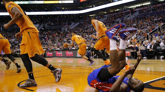 Bledsoe's big 4th quarter leads Suns past Pistons