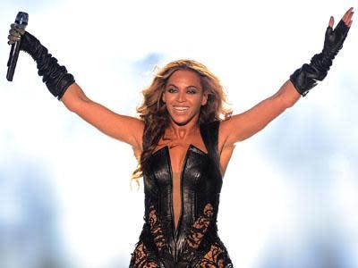 ShowBiz Minute: Beyonce, Super Bowl, Box Office