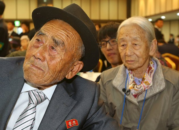 North Korean Oh In Se, 83, reacts as he bids fareweel to his South Korea wife Lee Sun-gyu (R), 85, after the separated family reunions at Mount Kumgang resort, North Korea, October 22, 2015. REUTERS/KOREA POOL/Yonhap