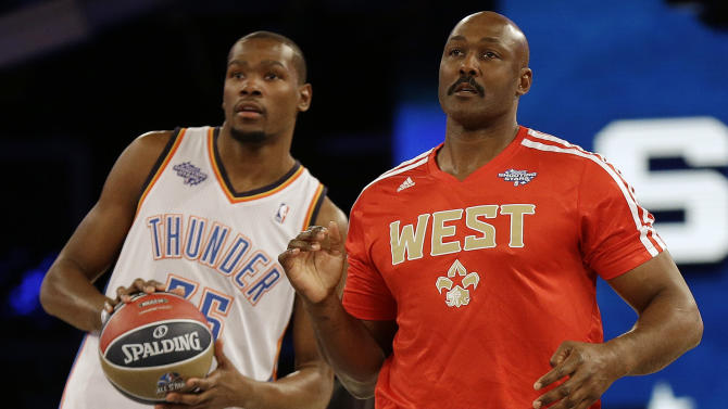 Oklahoma City Thunder Kevin Durant, left and Former player Karl Malone watch a shot on goal during the skills competition at the NBA All Star basketball game, Saturday, Feb. 15, 2014, in New Orleans. (AP Photo/Gerald Herbert)