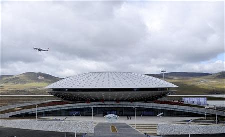 A plane takes off from the terminal of Daocheng Yading Airport in Garze Tibetan Autonomous Prefecture