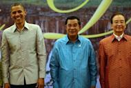 US President Barack Obama (L) stands with Cambodian Prime Minister Hun Sen (C) and Chinese Prime Minister Wen Jiabao ahead of a gala dinner on the sidelines of the East Asia Summit in Phnom Penh. Obama is set to dive into the tumultuous diplomatic waters of the South China Sea on Tuesday.
