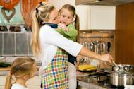 US moms doing less housework, watching more TV: study
