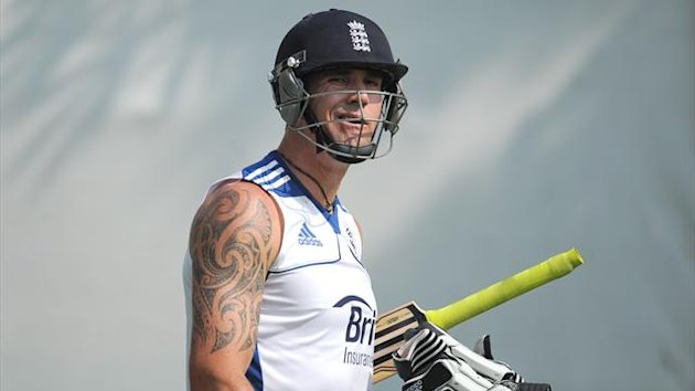 Kevin Pietersen has signed a full central contract with the ECB