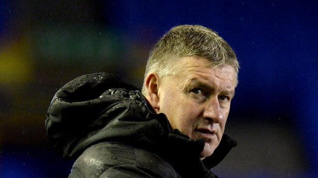 Premier League - Everton coach Sheedy blasts Moyes on Twitter