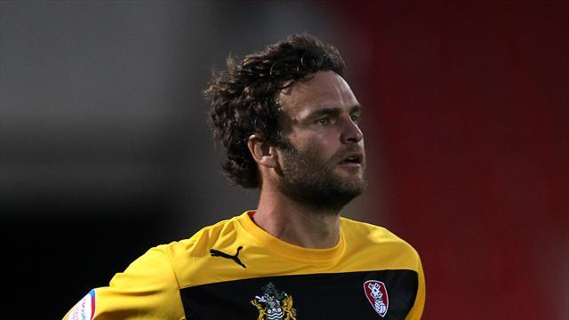 Football - Sharps joins Brewers on loan