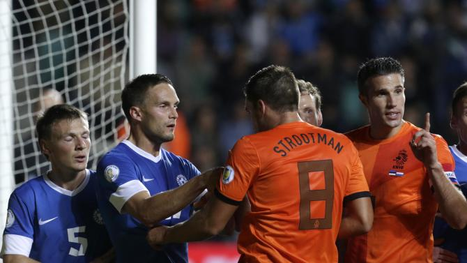 The Netherlands' van Persie and Strootman argue with Estonia's Kruglov and Lindpere during their World Cup 2014 group D qualifying soccer match in Tallinn