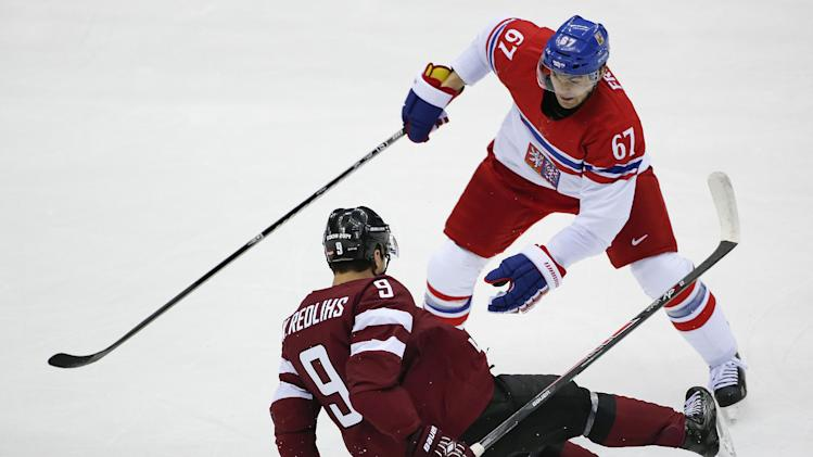 Jagr leads Czechs past Latvia 4-2 in men's hockey
