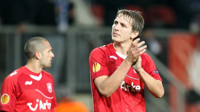 World Football - Twente go top with victory after PSV are beaten again