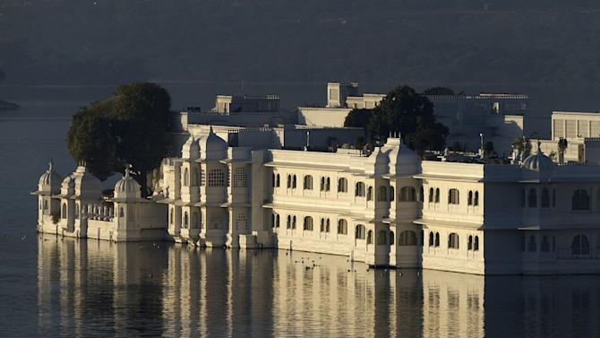 Travel Udaipur Lake Palace Rajasthan