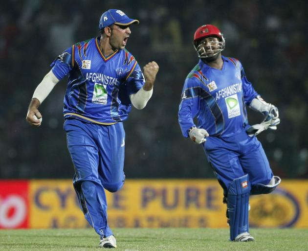Afghanistan's Shenwari and wicketkeeper Shahzad celebrate the dismissal of Bangladesh's Hossain during their Asia Cup 2014 ODI cricket match in Fatullah