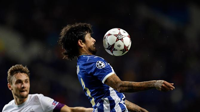 Vienna's James Holland watches Porto's Lucho Gonzalez, right, control the ball during the Champions League group G soccer match between FC Porto and Austria Vienna Tuesday, Nov. 26, 2013, at the Dragao stadium in Porto, northern Portugal