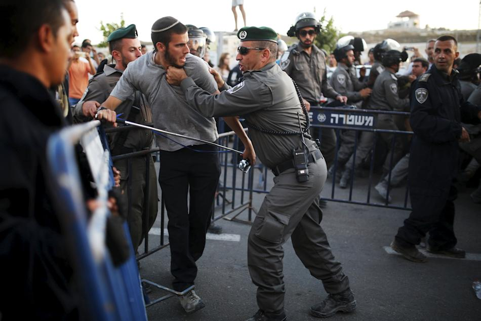 Jewish settler scuffles with Israeli border police officer near buildings slated for demolition in West Bank Jewish settlement of Beit El, near Ramallah