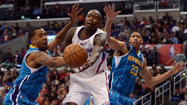 Basketball - Clippers remove Hornets' sting to maintain streak