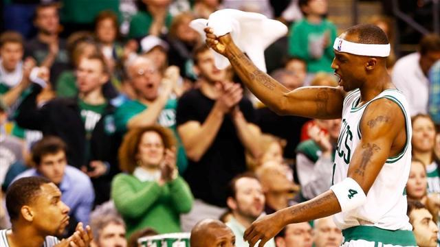Basketball - Celtics win fourth straight without injured Rondo