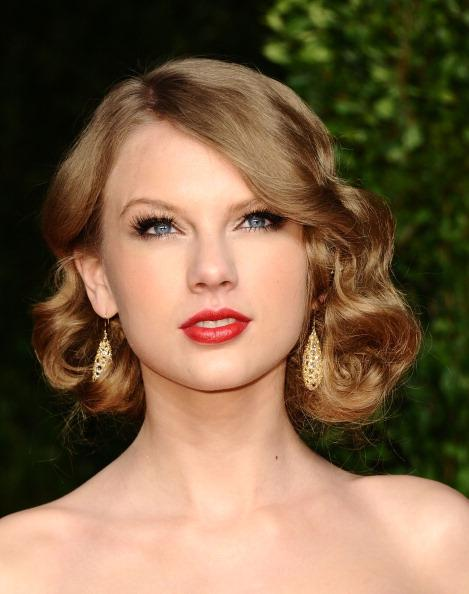 Singer Taylor Swift arrives at the Vanity Fair Oscar party hosted by Graydon Carter held at Sunset Tower on February 27, 2011 in West Hollywood, California.