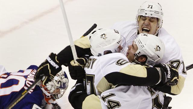 Ice Hockey - Penguins take OT win over Islanders to lead series