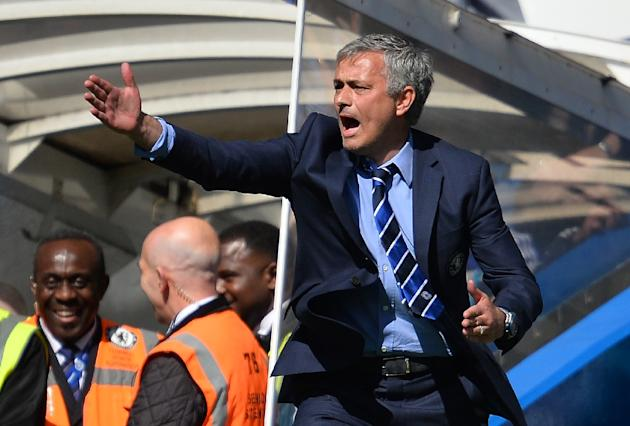 """Chelsea's Portuguese manager Jose Mourinho has agreed to extend his contract, reports say"""""""