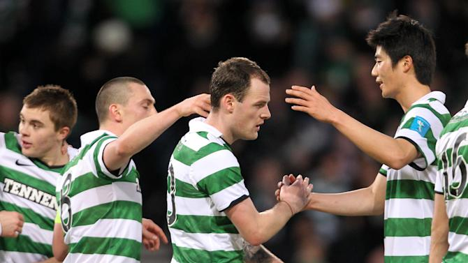 Anthony Stokes (centre)