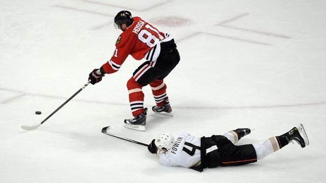 Ice Hockey - Hossa leads Blackhawks to victory over Ducks