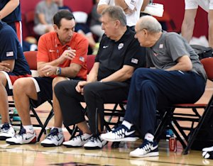 Mike Krzyzewski, Jerry Colangelo and Jim Boeheim talk during a Team USA practice session. (Getty)