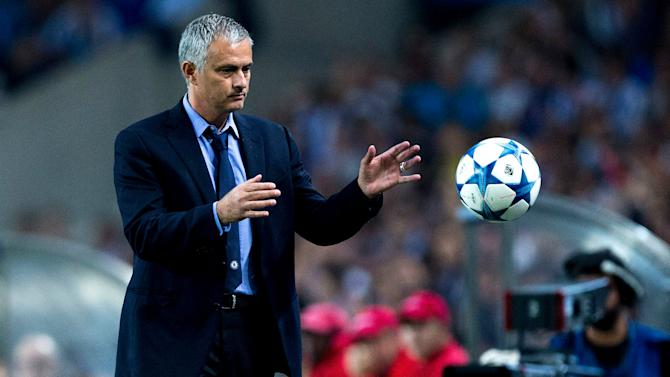 Deco: Mourinho playing games with the media