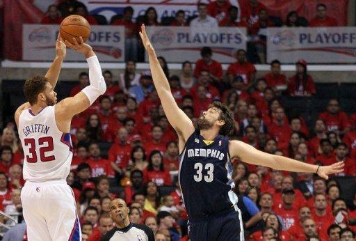 Marc Gasol (R) scored 23 points and grabbed nine rebounds for the Memphis Grizzlies