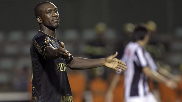 South American Football - Seedorf on target, Pato draws another blank
