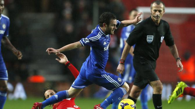Southampton's Davis challenges Chelsea's Mata during their English Premier League soccer match at St Mary's stadium in Southampton