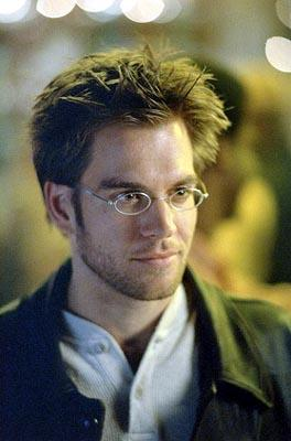 Michael Weatherly as cyberjournalist Logan Cale on Fox's Dark Angel Dark Angel