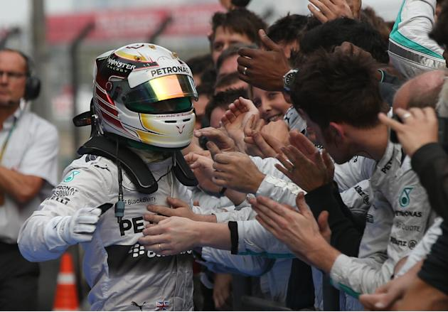 Hamilton wins third straight F1 race at Chinese GP