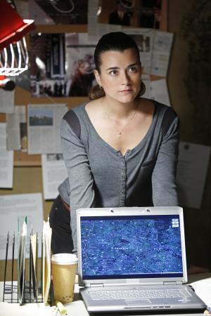 """""""This publicity image released by CBS shows Cote de Pablo in a scene from """"NCIS."""" De Pablo will not be returning to the series. CBS Corp. chief executive Les Moonves said Monday, July 29, 2013, that every effort was made to keep actress Cote de Pablo on TV's highest-rated show, """"NCIS."""" (AP Photo/CBS, Cliff Lipson)"""