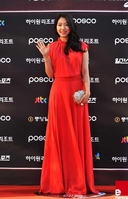 [Photo] Park Shin Hye Goes Elegant at 2012 Paeksang Art Awards
