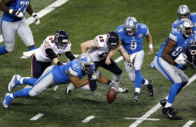 Detroit Lions guard Rob Sims (67) Chicago Bears defensive end Jared Allen (69), and Matthew Stafford try to recover Stafford's fumble during an NFL football game in Detroit Thursday, Nov. 27, 2014. Al