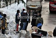 BANG BANG: Hrithik Roshan-Katrina Kaif keep fans at bay in Manali